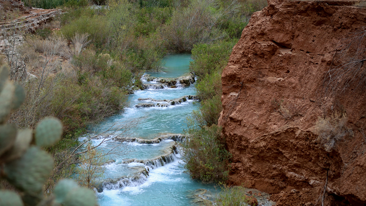 The Havasupai Creek flowing water to the falls.