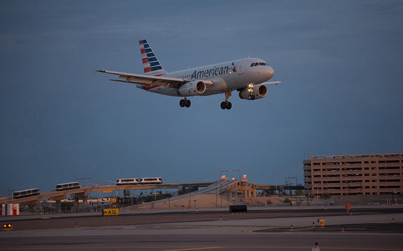 A flight landing at Phoenix Sky Harbor International Airoport.