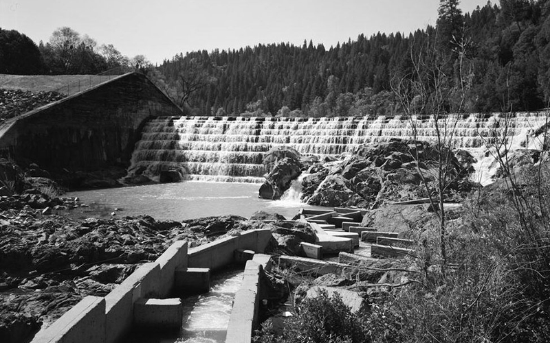 The Cape Horn dam in black and white.