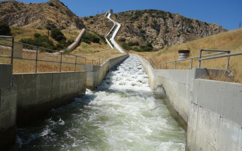The Los Angeles aqueduct getting water down the hill.
